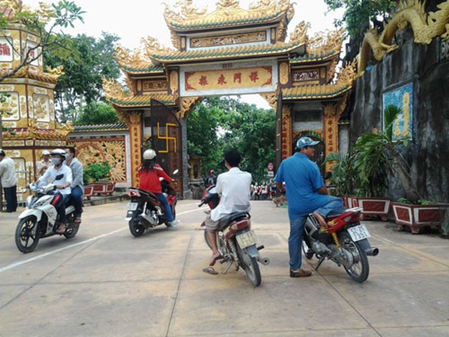 Cảnh bát nháo tại di tích quốc gia chùa núi Châu Thới - ảnh 5