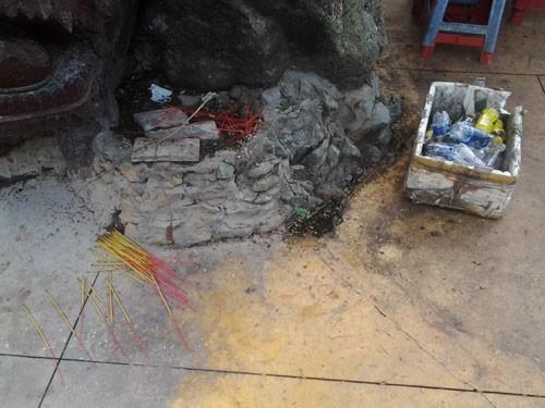 Cảnh bát nháo tại di tích quốc gia chùa núi Châu Thới - ảnh 7