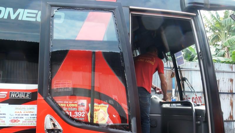 Xe chở 30 hành khách bị chém vỡ kính tại Đắk Nông - ảnh 1