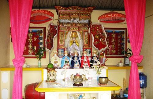 Kỳ lạ ngôi miếu thờ 'bà' rắn ở Đồng Nai - ảnh 1