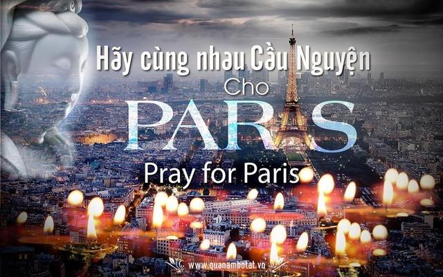 Rất nhiều người dân và các nhân vật nổi tiếng của Việt Nam đã đồng loạt treo bức ảnh này để nguyện cầu cho Paris.