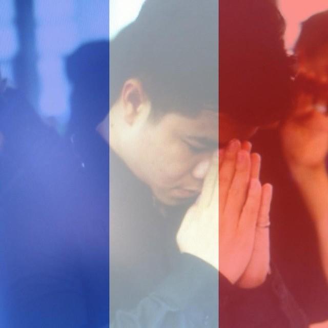 Đinh Mạnh Ninh chọn hình chắp tay phù màu cờ quốc kỳ để hướng về Paris, nơi đang bao phủ màu tang tóc.