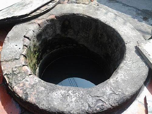 Hai giếng cổ 'vuông - tròn' không bao giờ cạn ở giữa lòng thành phố - ảnh 2