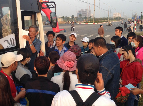 Hàng ngàn vé xe cho công nhân, sinh viên về quê ăn tết - ảnh 1