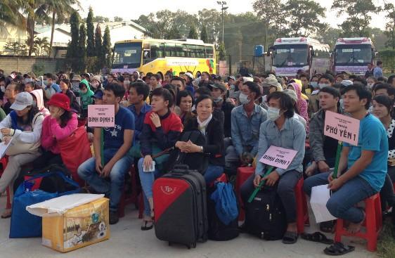 Hàng ngàn vé xe cho công nhân, sinh viên về quê ăn tết - ảnh 2