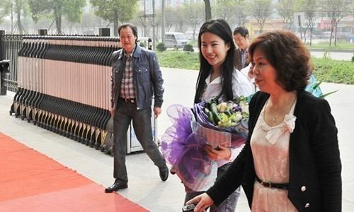 Từ khi khởi nghiệp, Lưu Diệc Phi luôn được Trần Kim Phi ưu ái, nâng đỡ.