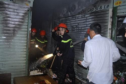 Bốn tiểu thương ở Đà Nẵng nhận 200 triệu đồng bảo hiểm cháy nổ - ảnh 1