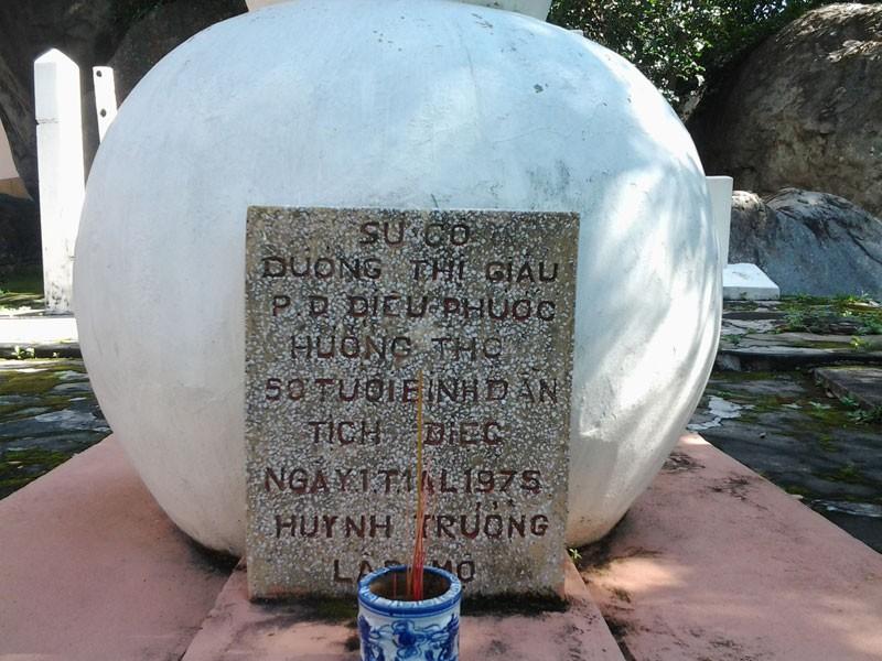 Bí ẩn những ngôi mộ kỳ lạ trên núi Bửu Long - ảnh 2