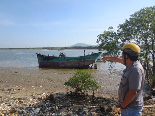 Hai ghe cá bỗng dưng bị thiêu rụi, thiệt hại gần 10 tỉ đồng - ảnh 1