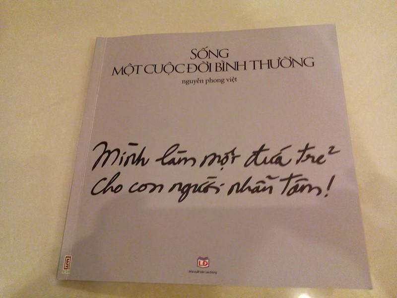 Nguyễn Phong Việt bán thơ để tặng sách cho trẻ em nghèo - ảnh 3