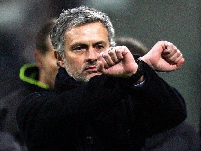Mourinho chính thức bị Chelsea sa thải   - ảnh 1