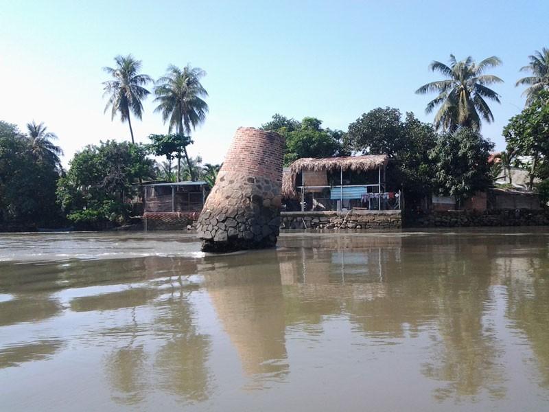 Kỳ lạ trụ đá trên sông Đồng Nai được dân gọi là 'ông Một' - ảnh 2