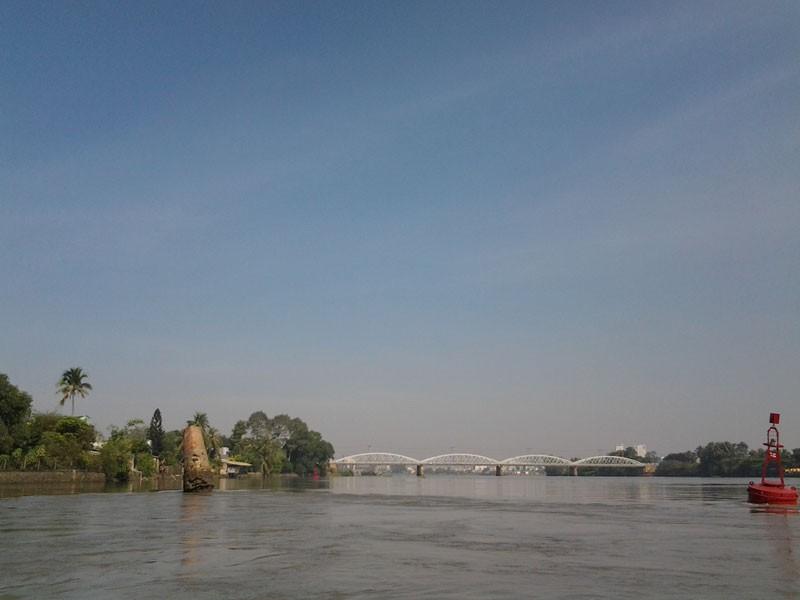 Kỳ lạ trụ đá trên sông Đồng Nai được dân gọi là 'ông Một' - ảnh 5