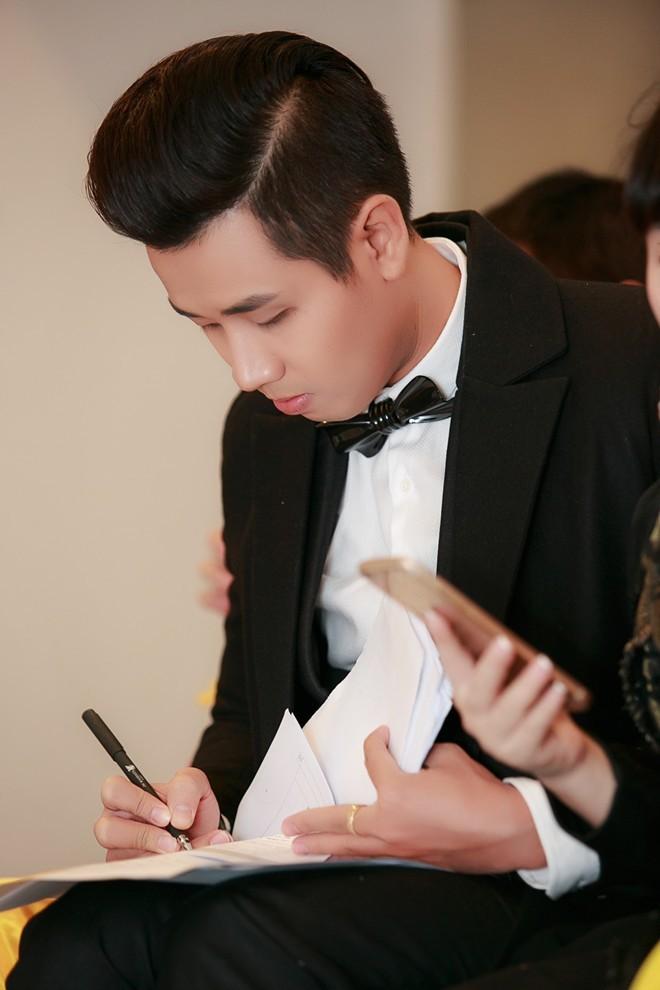 Nguyên Khang nghi ngờ sự cố của MC Hoa hậu Hoàn vũ