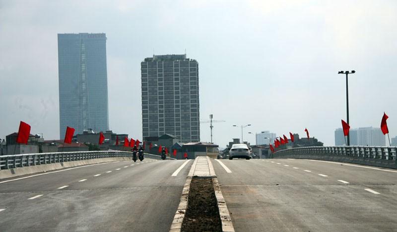 Cận cảnh con đường hơn 6 ngàn tỉ đồng trong ngày đầu thông xe - ảnh 4