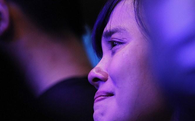 Nhiều bạn trẻ đã không kìm được nước mắt khi Trần Lập trò chuyện và hát những ca khúc.Ảnh: Nam Trần