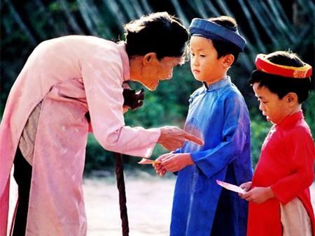 lì xì Tết, dạy con về lì xì, dạy con trẻ lễ phép, dạy con sử dụng đồng tiền