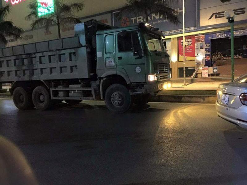 Một nữ sinh bị xe tải cán tử vong trong đêm - ảnh 1