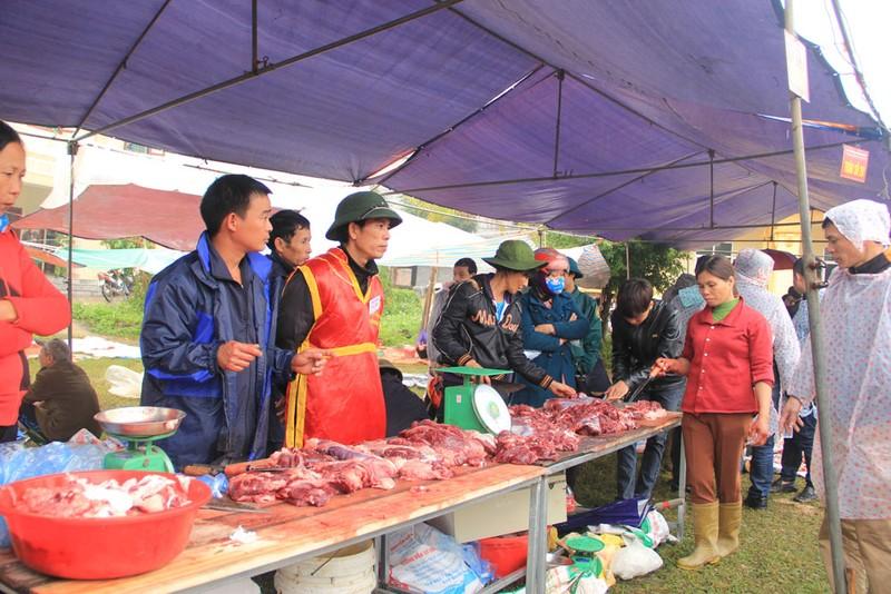 Nườm nượp người mua thịt trâu chọi gần triệu bạc một ký - ảnh 3