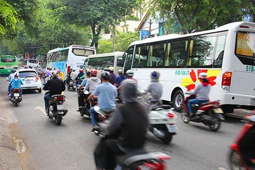 Còn nhiều con đường bị lấn chiếm chờ Bí thư Đinh La Thăng 'cứu' - ảnh 2