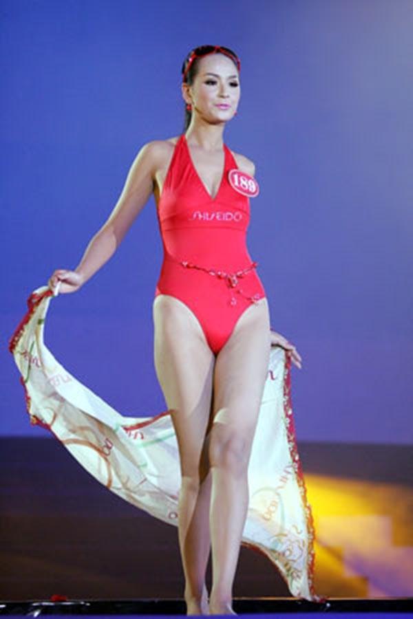 Dù là người đẹp có đôi chân dài ấn tượng nhất trong lịch sử 10 năm Hoa hậu Việt Nam, song Mai Phương Thúy lại không được đánh giá cao với hình thể thiếu cân xứng với lợi thế của bản thân.