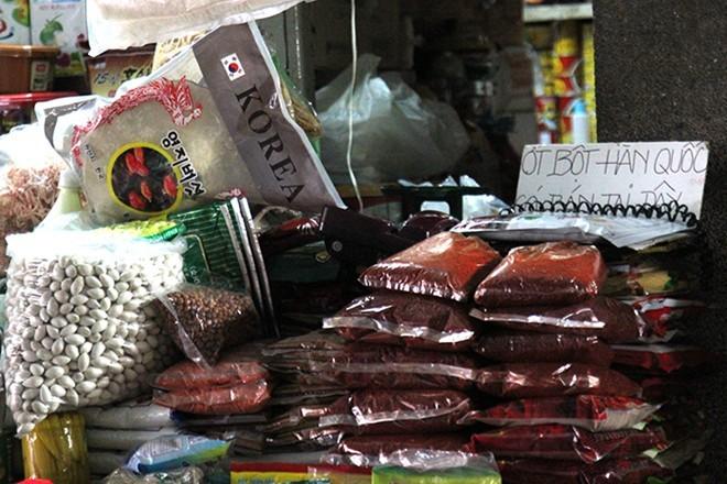 Chợ nước ngoài ở Sài Gòn - Kỳ 4: Thưởng thức kim chi tại chợ Hàn - ảnh 2