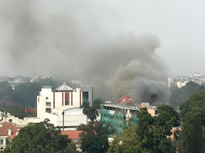 Cháy lớn tại Cung Thiếu nhi Hà Nội - ảnh 1