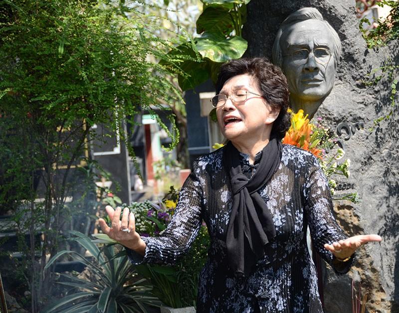Hàng trăm người viếng thăm mộ Trịnh Công Sơn  - ảnh 10