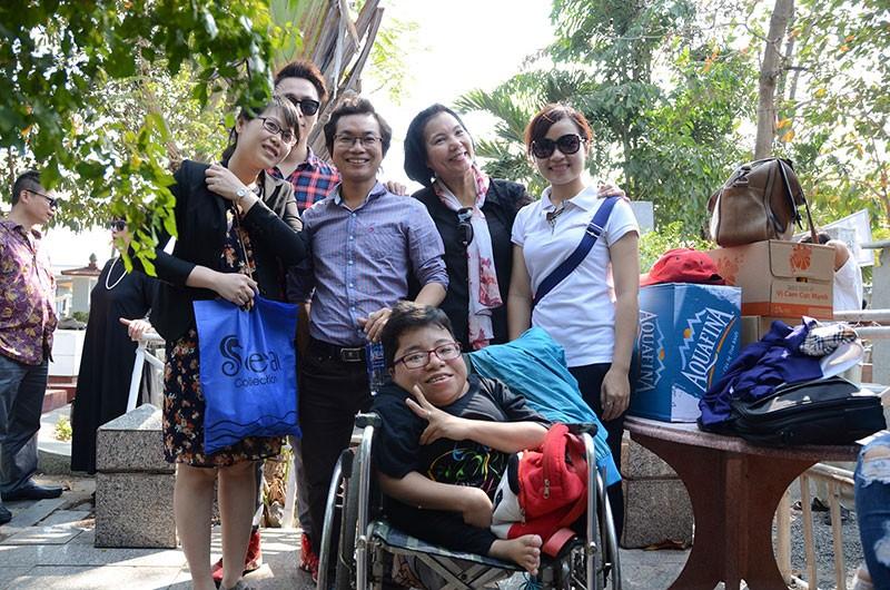 Hàng trăm người viếng thăm mộ Trịnh Công Sơn  - ảnh 4