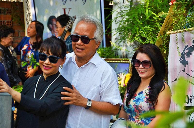 Hàng trăm người viếng thăm mộ Trịnh Công Sơn  - ảnh 5