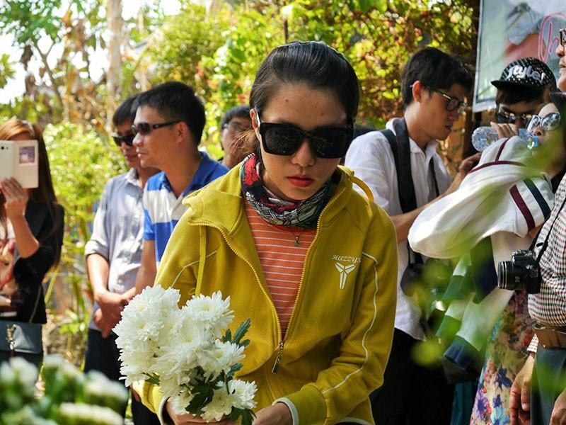 Hàng trăm người viếng thăm mộ Trịnh Công Sơn  - ảnh 9
