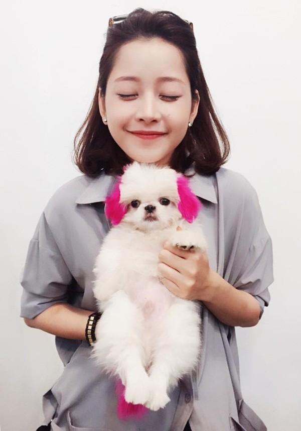 Vốn sở hữu gương mặt baby nên Chi Pu có phần trẻ lâu hơn nhiều mỹ nhân khác. Vẻ nhí nhảnh toát lên từ thần thái tự nhiên không chút diễn ở cô gái sinh năm 1993.
