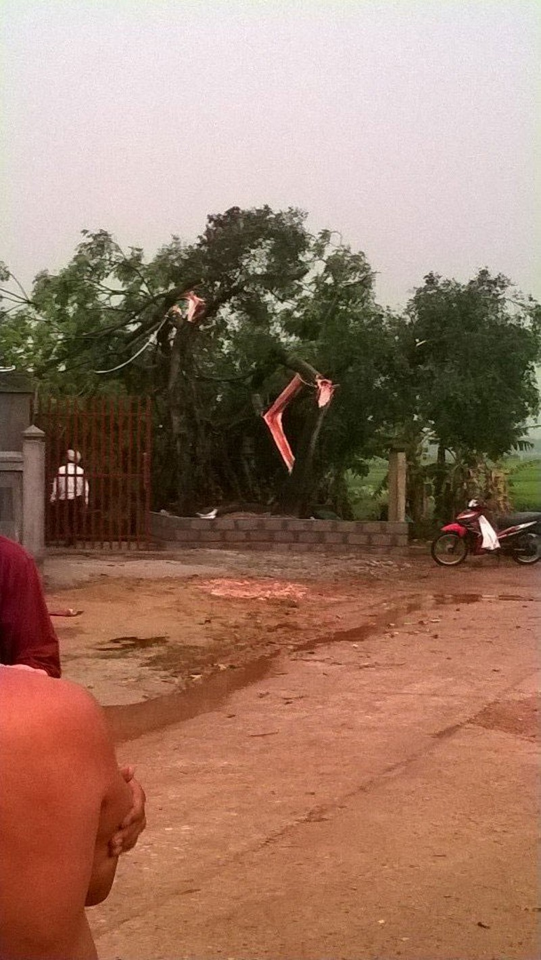 Lốc xoáy kinh hoàng làm 320 nhà dân tốc mái - ảnh 3