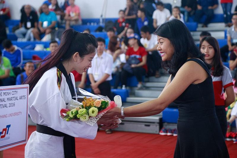 'Nữ hoàng' Châu Tuyết Vân lên ngôi tại Cúp sinh viên 2016   - ảnh 3