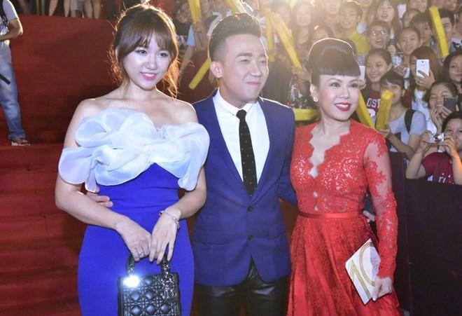 Tran Thanh nhan 2 giai thuong HTV Awards 2016 hinh anh 7
