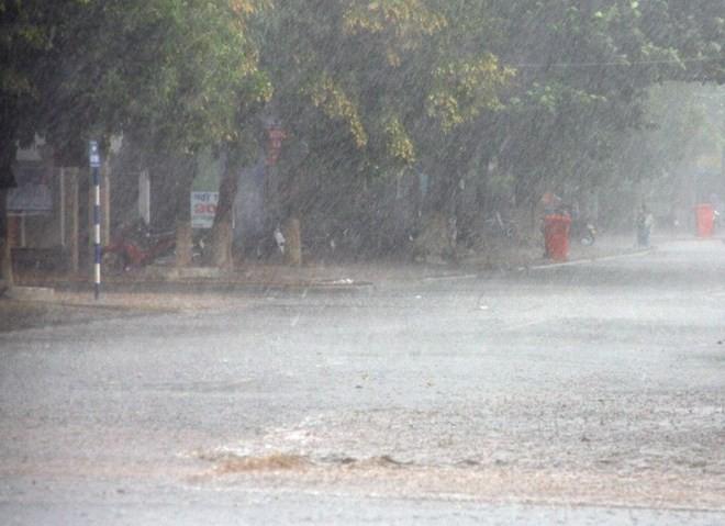 Trung Bộ nắng nóng trên diện rộng, Bắc Bộ tiếp tục mưa giông - ảnh 1