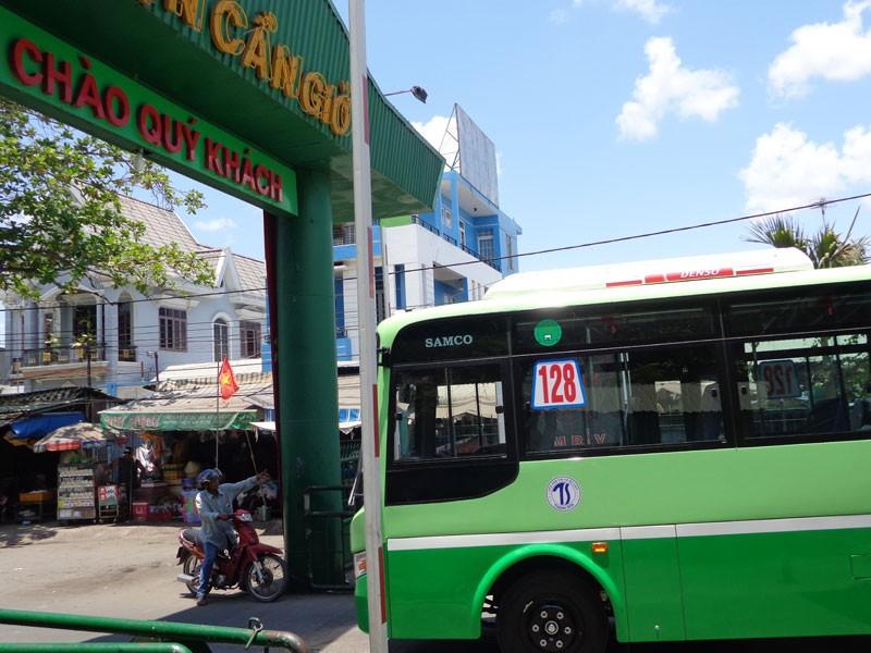 Bí thư Đinh La Thăng vẫy tay mời gọi người dân Cần Giờ đi xe buýt - ảnh 5