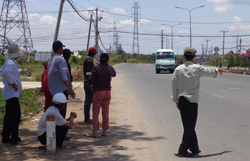 Bí thư Đinh La Thăng vẫy tay mời gọi người dân Cần Giờ đi xe buýt - ảnh 7