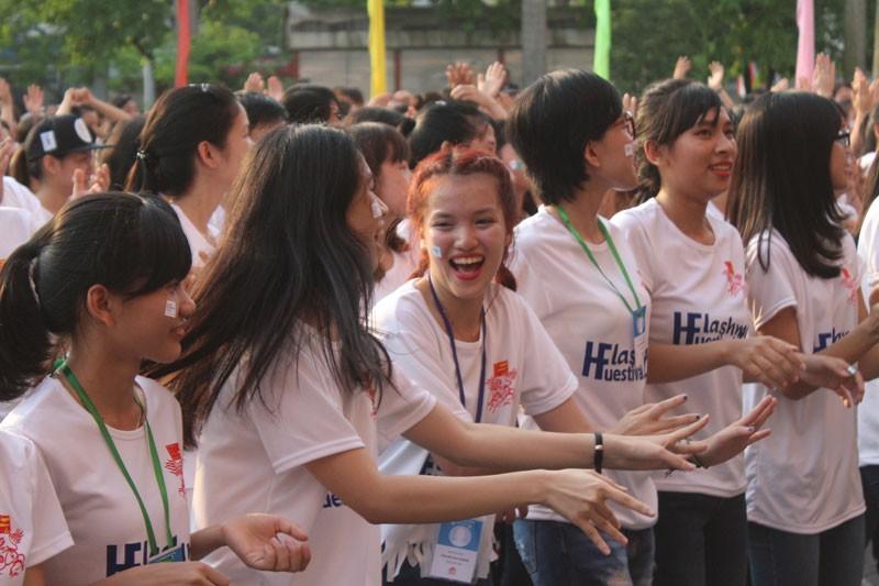 Hơn 1.000 bạn trẻ nhảy Flashmob chào mừng Festival Huế 2016 - ảnh 4