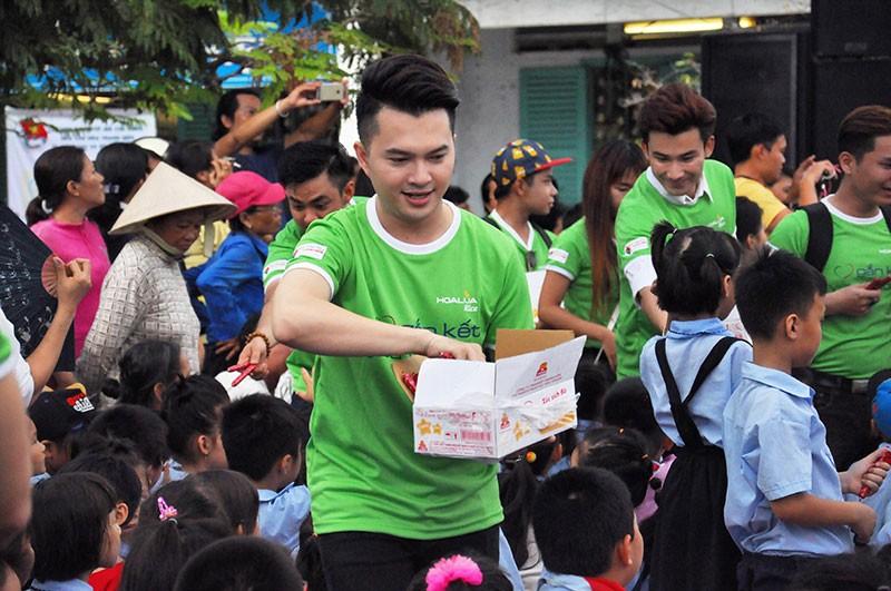 Nghệ sĩ quyên góp xây trường cho học trò nghèo - ảnh 4