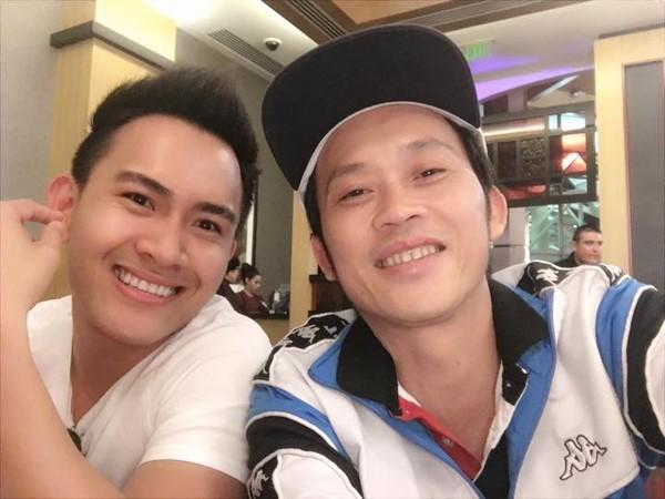 Hoai Linh khoe anh 'con trai tin don' gay bao mang hinh anh 1