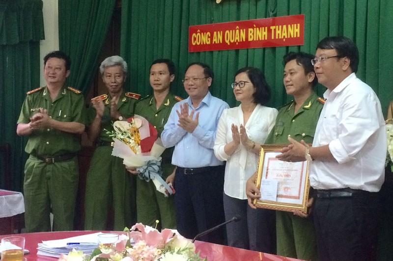 Lãnh đạo TP.HCM khen thưởng nóng Công an quận Bình Thạnh  - ảnh 1