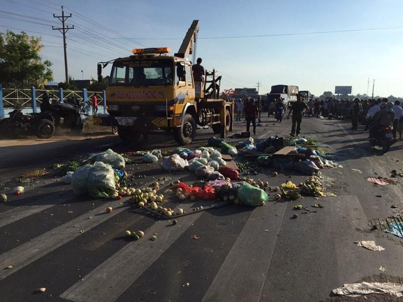 Xe tải chở rau gây tai nạn làm 3 người thương vong - ảnh 1