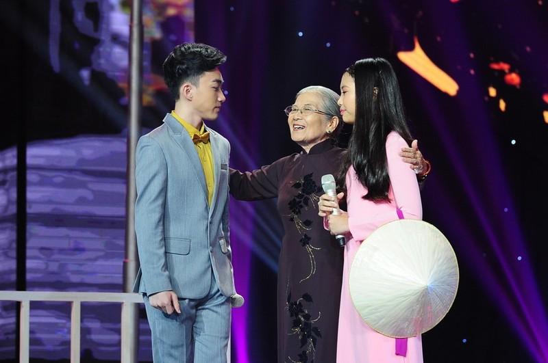Trung Quang nhan mat khi Dan Truong hon luc dang quang hinh anh 4