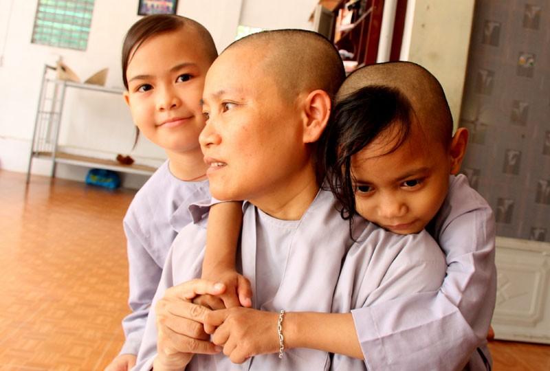 Những trẻ thơ sống sót từ tấm lòng… từ bi - ảnh 1