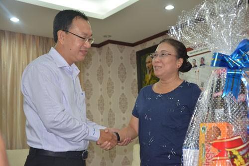 UBND quận Tân Phú thăm báo Pháp Luật TP.HCM - ảnh 1