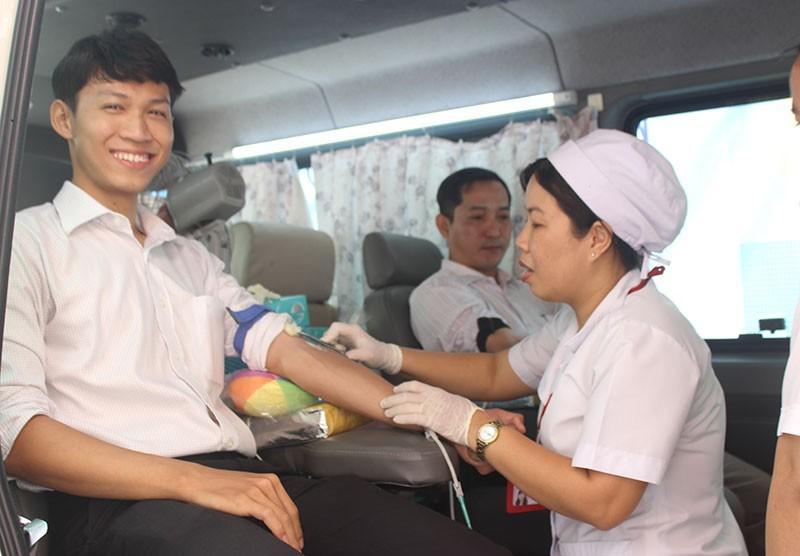 Báo Pháp Luật TP.HCM tham gia hiến máu nhân đạo - ảnh 9