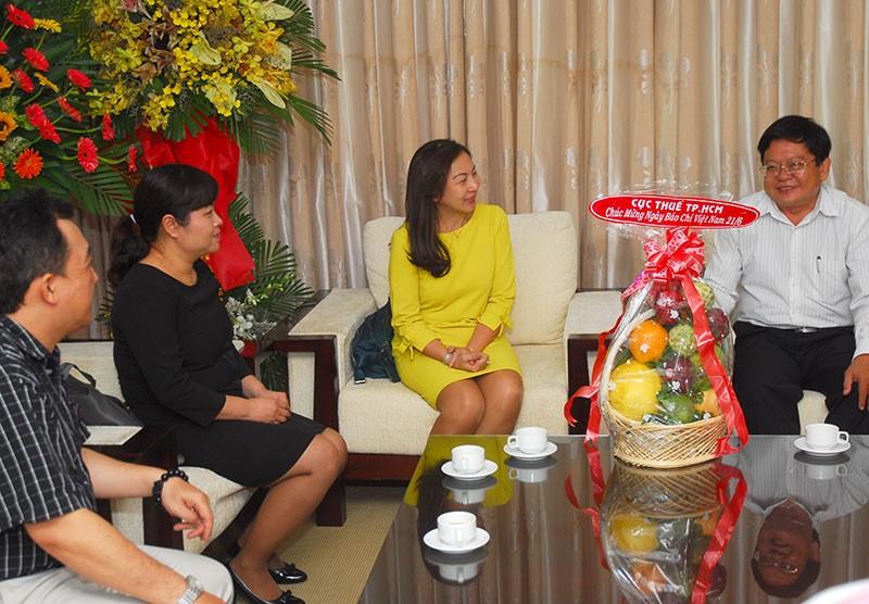 Nguyên Phó Chủ tịch nước Trương Mỹ Hoa chúc mừng báo Pháp Luật TP.HCM - ảnh 9