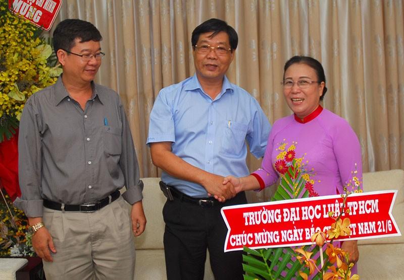 Nguyên Phó Chủ tịch nước Trương Mỹ Hoa chúc mừng báo Pháp Luật TP.HCM - ảnh 3