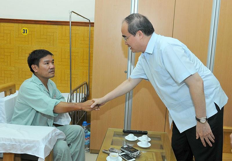 Ông Nguyễn Thiện Nhân thăm phi công Nguyễn Hữu Cường - ảnh 3